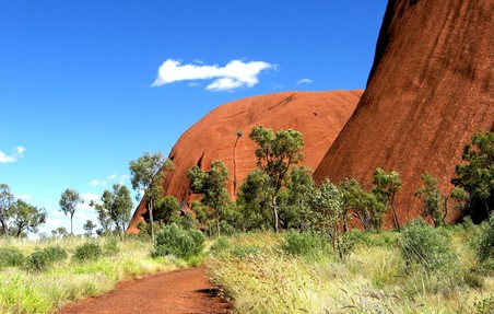 Wanderweg am Ayers Rock